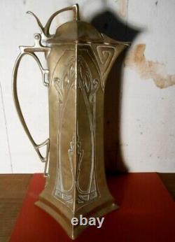 Aiguière en laiton repoussé époque art nouveau style Serrurier Bovy dinanderie