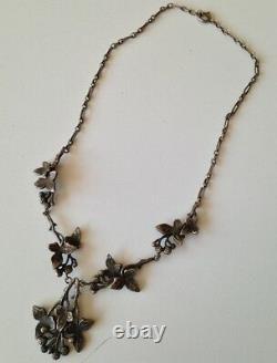 Ancien collier en Métal ou argent (pas de poinçon) de style Art nouveau