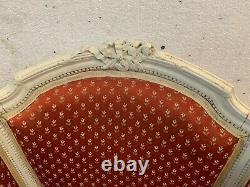 Bergères a oreilles de style Louis XVI Paire de Fauteuils patinée