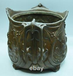 Cache pot en fonte pâtinée style art nouveau signé Jean Garnier (1853-1910)