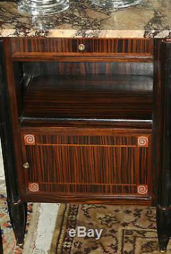 Chevet / Table de nuit placage Ebène de Macassar de style Art nouveau