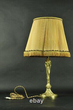 Lampe en bronze doré de style Art Nouveau