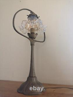 Lampe style art nouveau bronze. Tulipe en cristal opalescent dorée à l'or fin