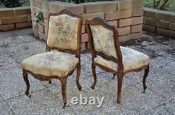 Paire de chaises de style Louis XV en noyer massif