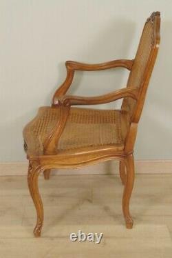 Paire de larges fauteuils cannés à dos plat style Louis XV