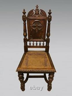 Six chaises de salle à manger style Renaissance