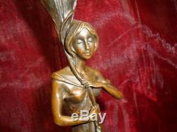 Statue Bougeoir Style Art Deco Style Art Nouveau Bronze massif Signe