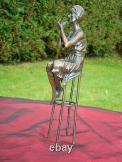 Statue Demoiselle Pin-up Style Art Deco Style Art Nouveau Bronze massif
