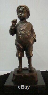 Statue Garcon Fumeur Style Art Deco Style Art Nouveau Bronze massif Signe