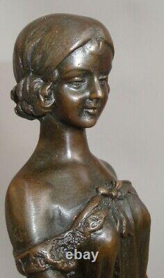 Statue L'innocence Style Art Deco Style Art Nouveau Bronze massif Signe