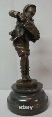 Statue Sculpture Garcon Accordeon Style Art Deco Style Art Nouveau Bronze massif