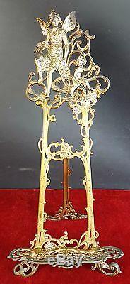 Sur Le Pupitre De Table En Bronze Doré. Style Art Nouveau. Xix-xxe Siecle